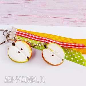 Połówki jabłuszek - brelok, jabłka, połówki, zawieszka, fimo, modelina
