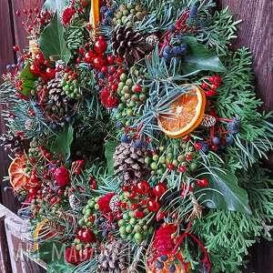 wianek na drzwi lub stół boże narodzenie, święta, z jodły, czerwone bombki