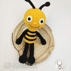 wesoła pszczółka, pszczoła, wesoła, maskotka, przytulanka, szydełkowa