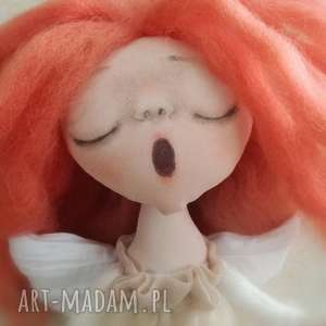 handmade pomysł na prezent pod choinkę anioł dziewczynka - figurka tekstylna ręcznie
