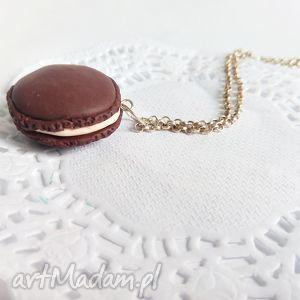 handmade wisiorki wisiorek - czekoladowy makaronik na łańcuszku