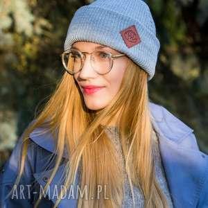 handmade czapki wywijana dwustronna logo z ekoskórki light gray