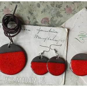 wisiorki zestaw biżuterii z czarnej gliny przełamanej czerwienią, ceramika, wisior