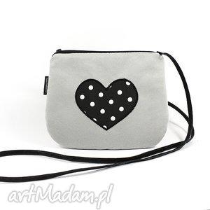 jasnoszara minitorebka z sercem, torebka, zamsz, serce, kropki, walentynki, love