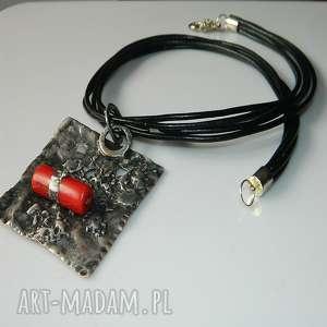 czerwony koral w miedzi, miedziany, wisior, unikalna-biżuteria, unikatowa-biżuteria
