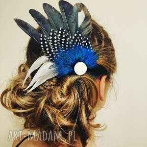 ręcznie zrobione ozdoby do włosów fascynator z piór - klasyka