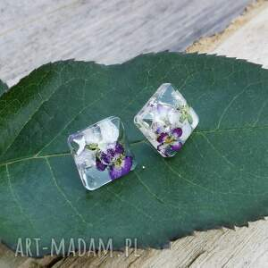 kwadratowe sztyfty z kwiatami w żywicy k153, kolczyki sztyfty, fioletowe