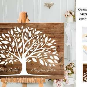 Rystykalny obraz wpisów gości weselnych - drzewo księgi