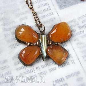 naszyjniki wisior z łancuszkiem motyl brązowym karneolem, naszyjnik-z-motylem