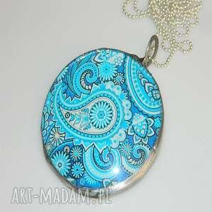 turkusowy medalion, szkło, unikatowa-biżuteria, unikatowy-medalion