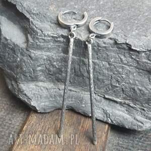 minimalistyczne kolczyki srebrne, słupki