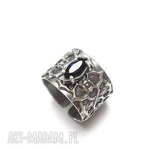 BLUSZCZ VOL. 4 - pierścionek, srebro, oksydowane, cyrkonia, metaloplastyka