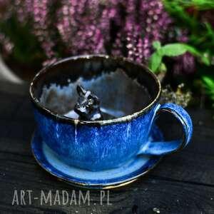 handmade ceramika ceramiczna filiżanka z figurką buldożka francuskiego - niebieska 340