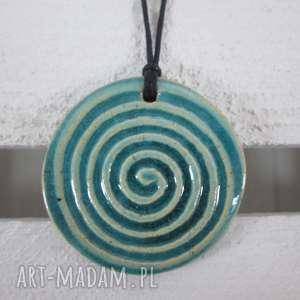 turkusowy zakręcony wisiorek, ceramiczny, wisior, z-ceramiki