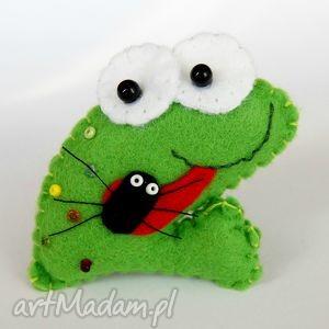 dla dziecka żabka - broszka z filcu, żaba, robak, biżuteria, dzieko, prezent, trendy
