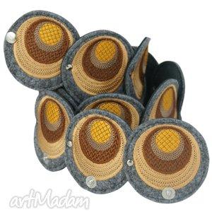 pasek z haftowanych elementów w odcieniach tofii - pas, pasek, haft, filc