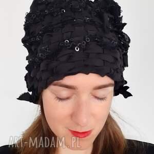 święta, czapka tkana no 18, cekiny, czarna czapka, elegancka