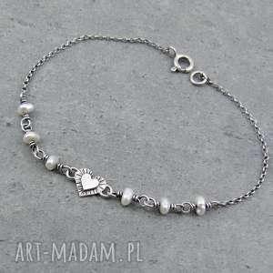 szczypta miłości z perłami, delikatna, ślubna, serce, romantyczna, drobna, perły