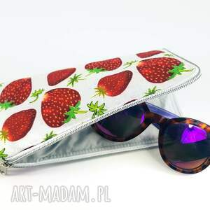 etui w truskawki, truskawka, lato, na okulary, leki