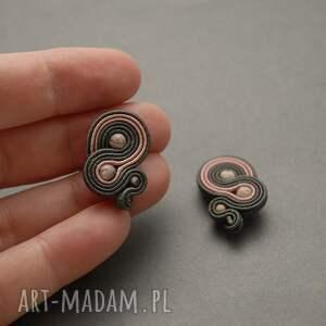 szaro-różowe klipsy sutasz, sznurek, wyjściowe, delikatne, eleganckie, kamień