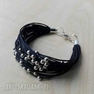 wyjątkowe prezenty, bransoletki czarno srebrna, srebro, sznurek, koraliki, dodatek
