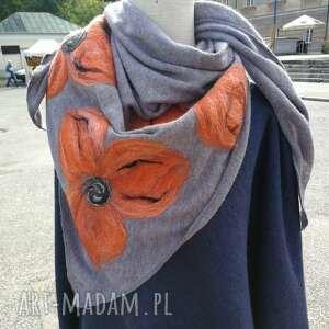 ręczne wykonanie chustki i apaszki szara chusta handmade wełniana, elementy filcowane