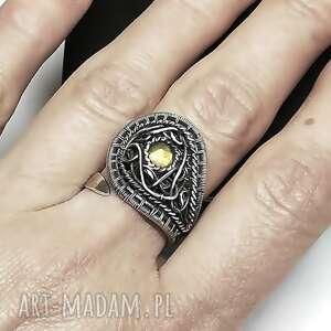 pierścionek z słonecznym labradorytem, pierścionek, żółty, labradoryt, prezent