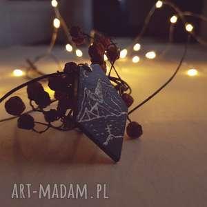 Drewniany wisior grawerowany, moonlight minimalist art, folk, góry, las