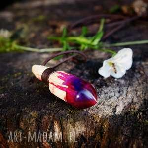 wisior spirit in vial, wisior, żywica, drewno, las, wegański, różowy