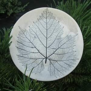 dekoracyjny talerzyk z liściem, organiczny talerzyk, mały roślinna