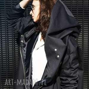 Czarny płaszcz oversize ogromny kaptur na jesień rozmiar