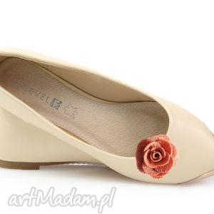 Salmon rose - klipsy do butów ozdoby broshka róże, kwiaty