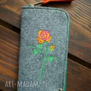 handmade etui filcowe na telefon - róża