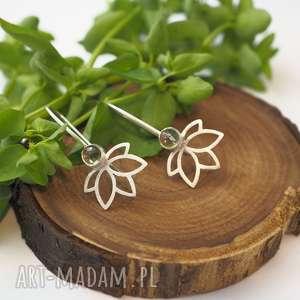 wiszące kwiaty lotosu, lotos, kwiaty, joga