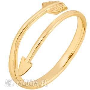 złoty pierścionek ze strzałą, pierścionek, zaciskany, dopasowany, uniwersalny