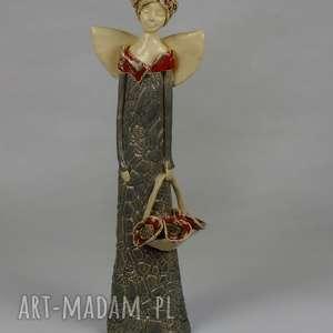 handmade ceramika anioł z koszem maków