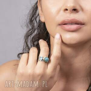 pierścionek modern double stones, artystyczny, elegancki