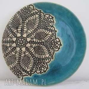 turkusowy talerz z koronką, patera, ceramiczna, turkusowa, koronkowa