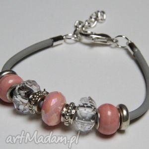 szaro różowa bransoletka z linki kauczukowej koralikami murano oraz