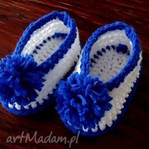 niemowlęce buciki szydełkowe dla chłopca z pomponami, niemowlece, buciki, szydełkowe