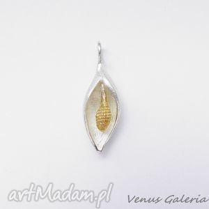 Zawieszka srebrna - Mała satynowa lilia, biżuteria, srebro, wisiorki