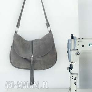 Minimalistycznie zrobiona na szaro, torebka, listonoszka, skóra, zamszowa, pojemna