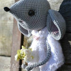 ręczne wykonanie maskotki szydełkowa przytulanka, myszka zosia.