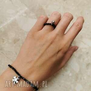 komplet biżuterii składający się z bransoletki i pierścionka -serduszko