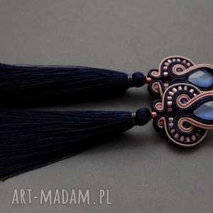 granatowo-pudrowe kolczyki sutasz z chwostami, sznurek, eleganckie, długie