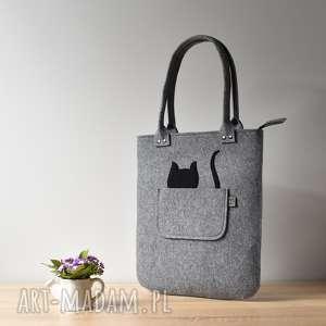Szara filcowa torebka na ramię z kotem w kieszeni, kot, filc, torebka, szara, kotek