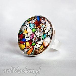 witrażowy pierścionek, mozaikowy, kolorowy, duży, unikat, szklany, grafiką