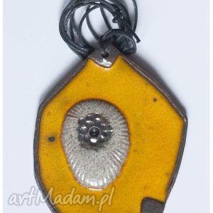 wisiorki wisior ceramiczny żółty z aplikacją, wisior, wisiorek, ceramika