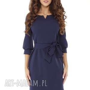 sukienka z dziubkiem i falbaną granatowa, elegancka sukienka, modna