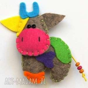 Prezent Krówka - broszka z filcu, filc, krowa, broszka, biżuteria, dziecko, prezent